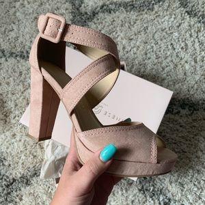 NIB Chinese Laundry Abigail Platform Sandal -Blush